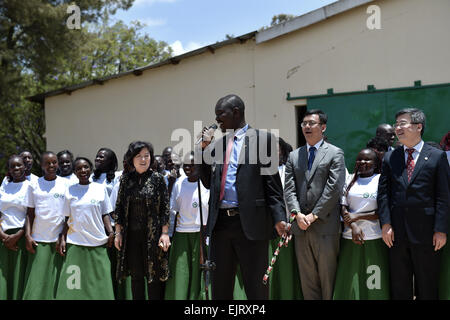 Eldoret, Kenya. 30th Mar, 2015. Governor of Kenya's Uasin Gishu County sings a few lines of a Chinese song during - Stock Photo