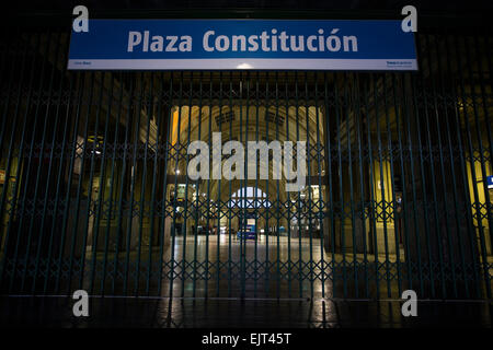 (150331) -- BUENOS AIRES, March 31, 2015 (Xinhua) -- The Constitution Square train station remains closed during - Stock Photo
