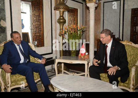 (150331)-- TUNIS, March 31, 2015 (Xinhua) -- Libya's Prime Minister Abdullah al-Thinni (L) meets with Tunisia's - Stock Photo