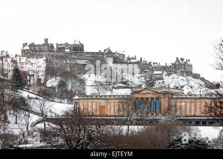 View of the Scottish National Gallery and Edinburgh Castle in Winter. - Stock Photo