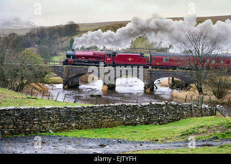 Helwith Bridge, North Yorkshire, UK. 1st April, 2015. The Pendle Dalesman steam train on the Settle-Carlisle railway - Stock Photo