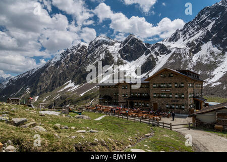 The German Alpine Club [DAV] owned Dresdner Hut refuge at the head of the Stubaital valley in the mountains of the - Stock Photo