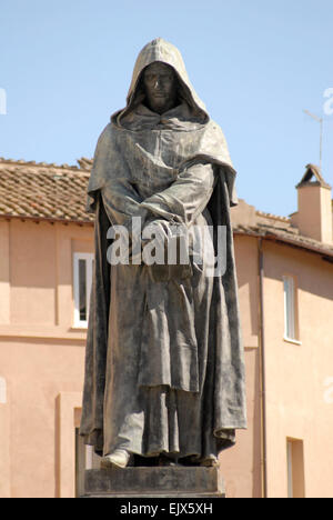 Campo de' Fiore, Rome.  Statue of Giordano Bruno, enlightened Renaissance monk who was burned at the stake in 1600. - Stock Photo