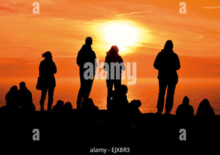 Portugal, Algarve: Tourists enjoying scenic sunset at Cape St. Vincent - Stock Photo