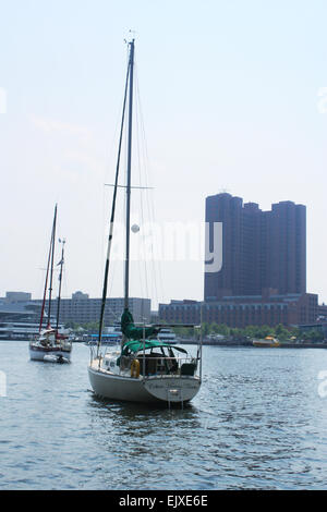 Boats outside the national aquarium in Baltimore, Maryland, USA - Stock Photo