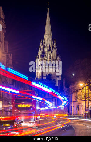 The University Church of St Mary from the High Street, Oxford as traffic passes by a bus that is Not in Service - Stock Photo