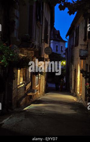 Gasse in Saint-Cirq-Lapopie, Departement Lot, Midi-Pyrenees, Frankreich - Stock Photo