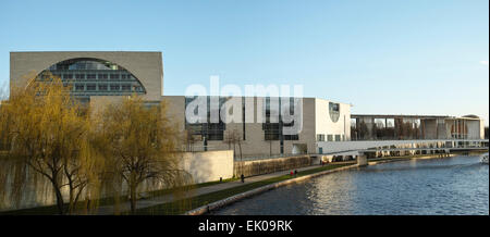 Bundeskanzleramt in Berlin seen from the Moltke bridge across river Spree (water side). - Stock Photo