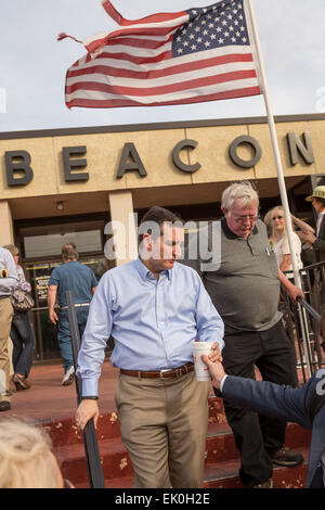 US Senator Ted Cruz and GOP presidential candidate departs following a town hall meeting at the famous Beacon Drive - Stock Photo