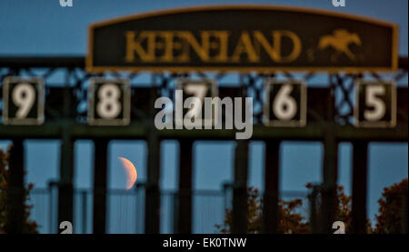 Lexington, KY, USA. 4th Apr, 2015. April 3, 2015: Scenes from around the track at sunrise during morning workouts - Stock Photo