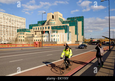 27 March 2015 - Vauxhall, London: A cyclist in the cycle lane crossing Vauxhall bridge in front of the headquarters - Stock Photo
