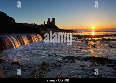Reculver, Kent, UK. 5th April 2015: UK Weather. A glorious sunset at Reculver at the end of Easter sunday after - Stock Photo