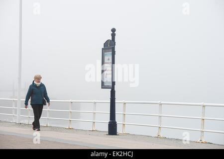 Aberystwyth, Wales, UK. 6th April, 2015. After a bright start, sea mists roll in over Aberystwyth on Easter Monday - Stock Photo