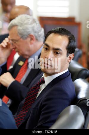 US Secretary of Housing and Urban Development Julian Castro during a trip to Central Piedmont Community College - Stock Photo