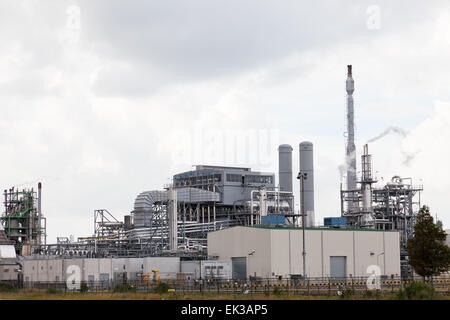 Oil refining plant in Rotterdam, Holland - Stock Photo