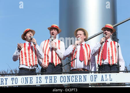 Dublin, Ireland. 06th Apr, 2015. Barbershop singers during the recreation of Easter 1915 in Dublin city centre as - Stock Photo