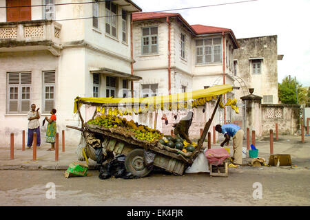 A fruit and vegetable hawker on the side of the road in Mombasa, Kenya. - Stock Photo