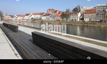 Zgorzelec, Poland. 10th Mar, 2015. View from the Uferpark (Riverside park) in Goerlitz, Germany, of the renovated - Stock Photo