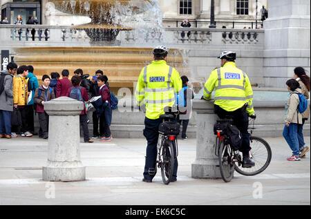 London, England, UK. Metropolitan police officers on bicycles in Trafalgar Square - Stock Photo