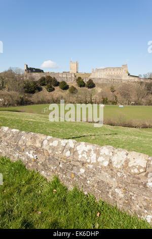 Richmond Castle across the Swale. - Stock Photo