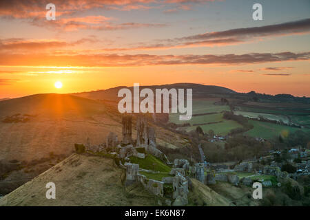 Sunrise over the iconic ruins of Corfe Castle in Dorset - Stock Photo