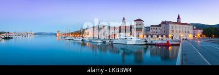 Trogir's historic Stari Grad (Old Town) defensive walls and harbour, Trogir, Dalmatia, Croatia, Europe - Stock Photo