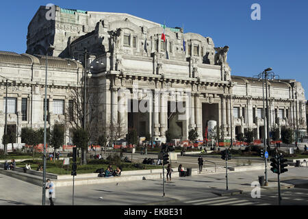 The facade of Milan central railway station (Milano Centrale), designed by Ulisse Stacchini, Milan, Lombardy, Italy - Stock Photo