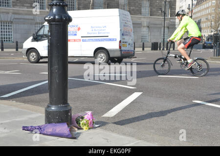 Lambeth Bridge, London, UK. 10th April. Flowers at the scene where a cyclist was killed by a lorry at the junction - Stock Photo