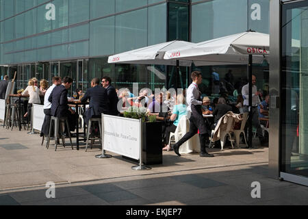 office workers on lunch break, canary wharf, london, england - Stock Photo