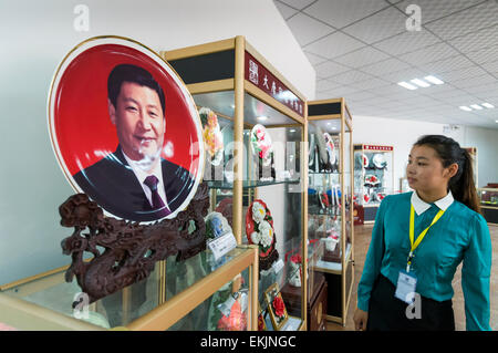 Commerative porcelain plate depicting President Xi Jinping at Tang Luyoang Peony Porcelain , Luyoang, Henan Province, - Stock Photo