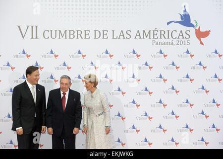 Panama City, Panama. 10th Apr, 2015. Panama's President Juan Carlos Varela (L) and First Lady Lorena Castillo (R) - Stock Photo