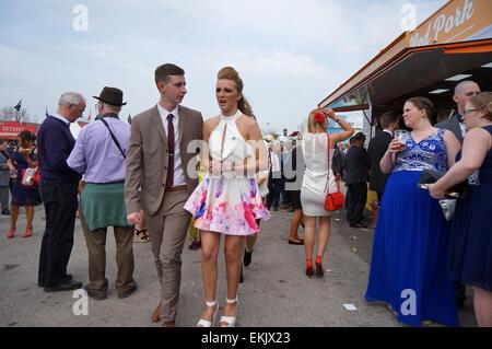 Liverpool, UK. 10th Apr, 2015. Racegoers enjoy Ladies Day At Aintree - Crabbie's Grand National 2015. The sunshine - Stock Photo