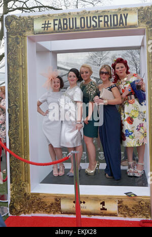 Liverpool, UK. 10th Apr, 2015. Racegoers enjoy Ladies Day At Aintree - Crabbie's Grand National 2015. The sunshine - Stock Photo