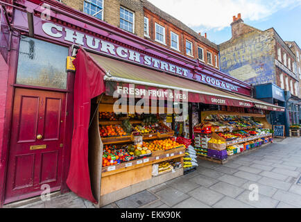 Grocery and fruit shop, Church Street, Stoke Newington, N16, London, England, UK. - Stock Photo