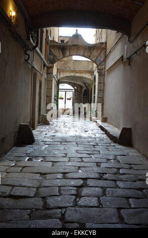 Dark lane in el Raval, Barcelona, Catalonia, Spain. - Stock Photo
