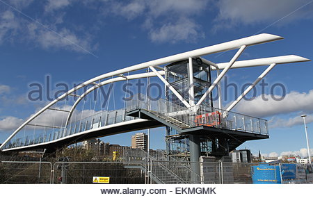 Dundee, UK. 12th April, 2015. The new Seabraes bridge now in place after workers installed it during the night. - Stock Photo