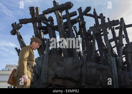 Warsaw, Mazovia, Poland. 12th Apr, 2015. Participant dressed as 40´s soldier under the crosses of the ''Monument - Stock Photo