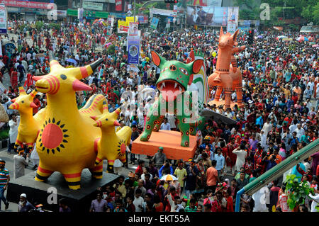 Dhaka, Bangladesh. 14th Apr, 2015. Bangladeshi participate in a rally to celebrate the Bengali New Year or Pohela - Stock Photo