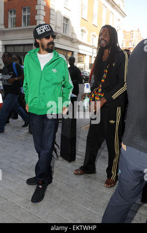 27.AUGUST.2013. LONDON  DAMIAN MARLEY ARRIVES AT BBC RADIO ONE, LONDON - Stock Photo