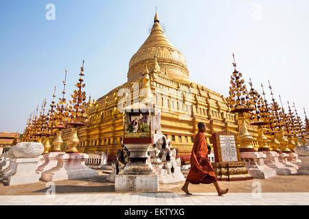 Buddhist monk at Shwezigon Paya, Bagan, Myanmar (Burma). - Stock Photo