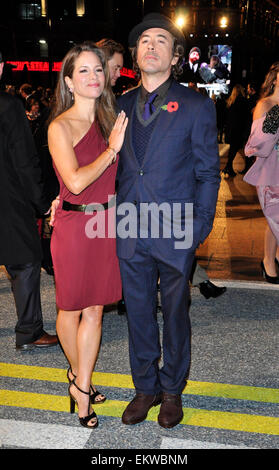 03.NOVEMBER.2010. LONDON  ROBERT DOWNEY JR AND WIFE SUSAN ATTEND THE UK FILM PREMIERE OF HIS NEW FILM DUE DATE AT - Stock Photo