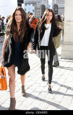 15.FEBRUARY.2013. LONDON  MADE IN CHELSEA STARS BINKY FELSTEAD AND LUCY WATSON FILMING SCENES FOR THE SHOW FOR THE - Stock Photo