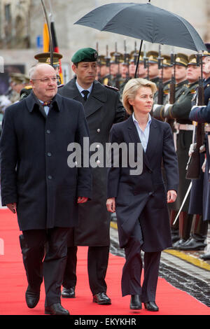 Vilnius, Lithuania. 15th Apr, 2015. German Defense Minister Ursula von der Leyen (CDU, R) is received by Lithuanian - Stock Photo