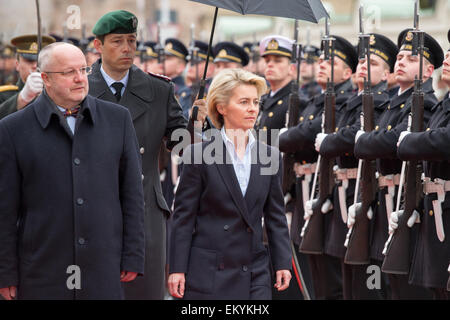 Vilnius, Lithuania. 15th Apr, 2015. German Defense Minister Ursula von der Leyen (CDU, C) is received by Lithuanian - Stock Photo