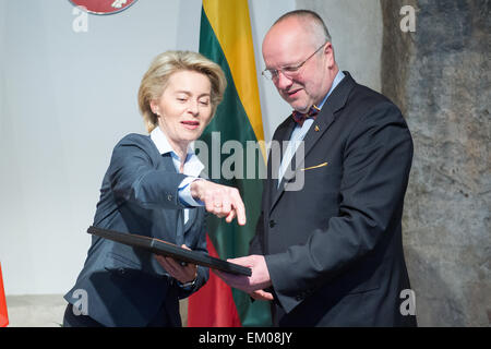 Vilnius, Lithuania. 15th Apr, 2015. German Defence Minister Ursula von der Leyen (L) is welcomed by Lithuanian Defence - Stock Photo