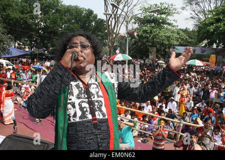 Dhaka, Bangladesh. 14th April, 2015. A singer performs at Ramna Perk to  celebration of the Bengali New Year or - Stock Photo