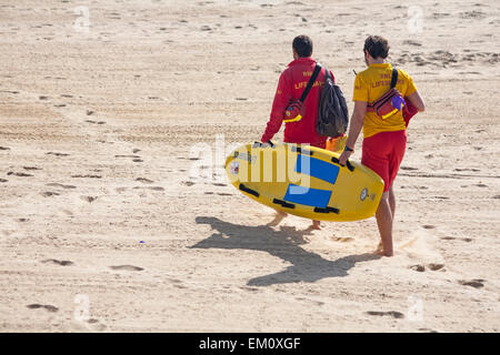 Bournemouth, Dorset, UK 15 April 2015. Visitors make the most of the hot sunny weather at Bournemouth beach, Dorset, - Stock Photo