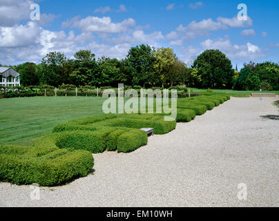 Fishbourne Roman palace, West Sussex: 4 wings arranged around a formal garden with gravel paths, clipped box hedges, - Stock Photo
