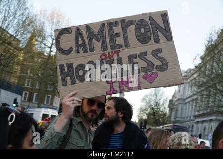 London, UK. 15th April, 2015. Hundreds of protesters protest against the criminalization of homelessness by UK authorities - Stock Photo