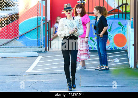 27.SEPTEMBER.2013. LOS ANGELES  GWEN STEFANI AND SON ZUMA ROSSDALE OUT AND ABOUT IN LOS ANGELES, USA. WEARING A - Stock Photo